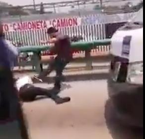 EN ECATEPEC CONDUCTORES DE COMBI GOLPEAN A CHOFER DE TRÁILER (VIDEO)