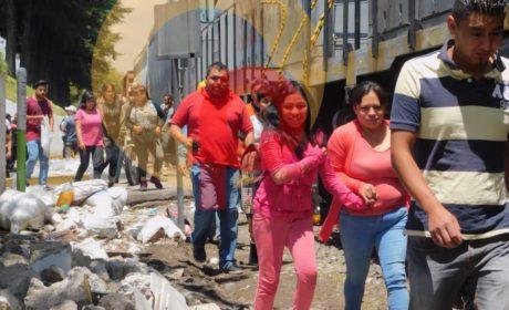 NUEVAMENTE TRÁILER DE COCA COLA INTENTA GANARLE EL PASO AL TREN Y PROVOCA PERCANCE; HUBO RAPIÑA