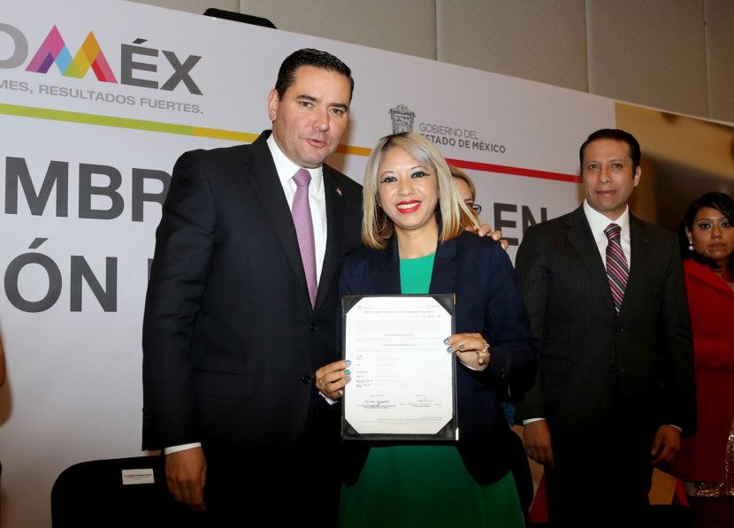 ENTREGA DE NOMBRAMIENTOS DEFINITIVOS DAN CERTEZA LABORAL A DOCENTES DEL EDOMÉX