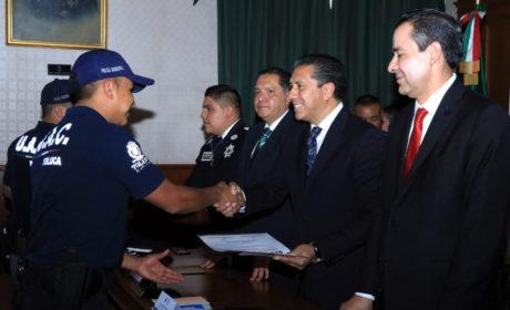 POR ACCIONES DESTACADAS RECONOCEN Y ENTREGAN ESTÍMULOS A POLICÍAS DE TOLUCA
