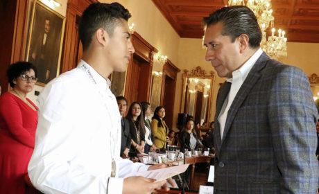 ENTREGA JUAN RODOLFO SÁNCHEZ RECONOCIMIENTOS A DEPORTISTAS TOLUQUEÑOS
