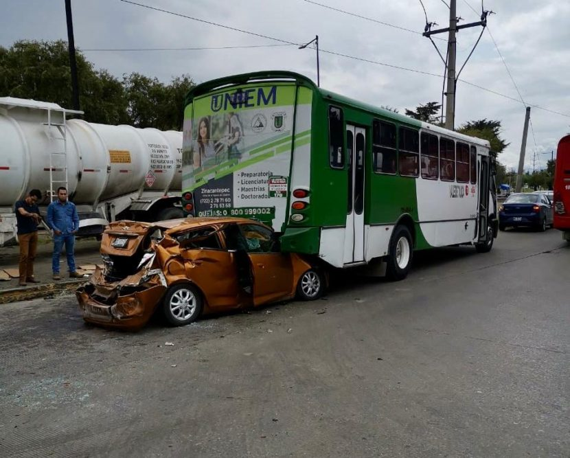 APARATOSO ACCIDENTE EN TOLLOCAN DEJA 8 HERIDOS, UNO DE GRAVEDAD