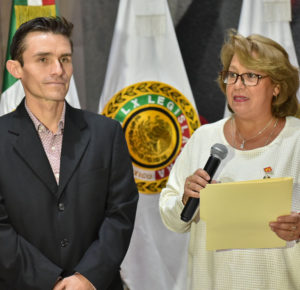 INAUGURA CRISTA AMANDA SPOHN EXPO-VENTA DE ARTE COLOMBIANO
