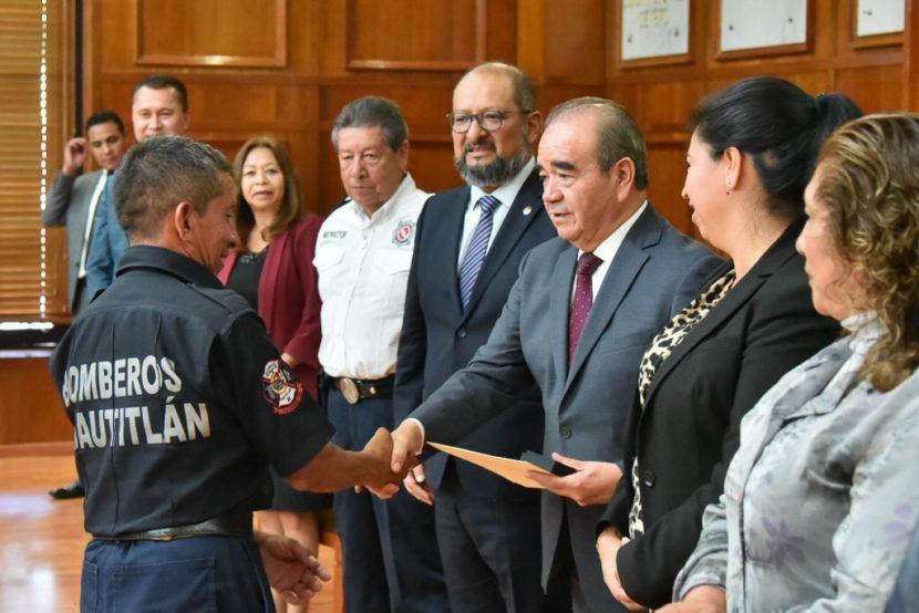 HOMENAJEAN DIPUTADOS A LOS BOMBEROS MEXIQUENSES