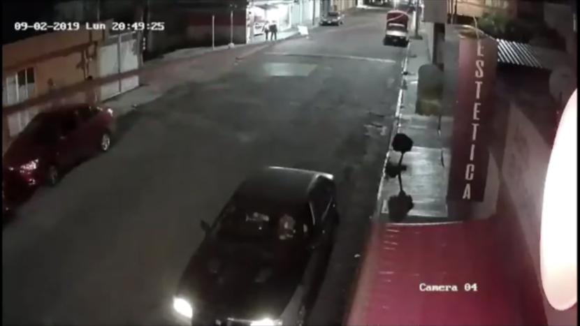 VIDEO: JOVEN ENFRENTA A CINCO LADRONES EN TOLUCA