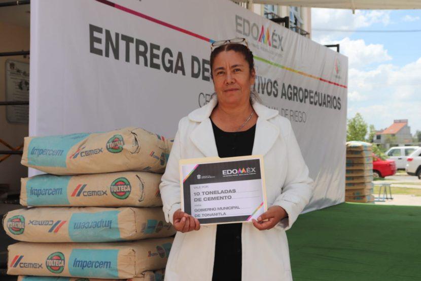 APOYA SEDAGRO A AGRICULTORES EN TONANITLA CON  25 TONELADAS DE CEMENTO