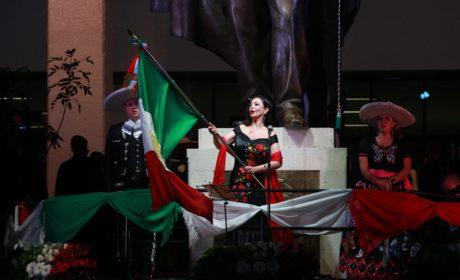 "3 MIL NAUCALPENSES  GRITAN ""VIVA MÉXICO"" EN EXPLANADA MUNICIPAL"