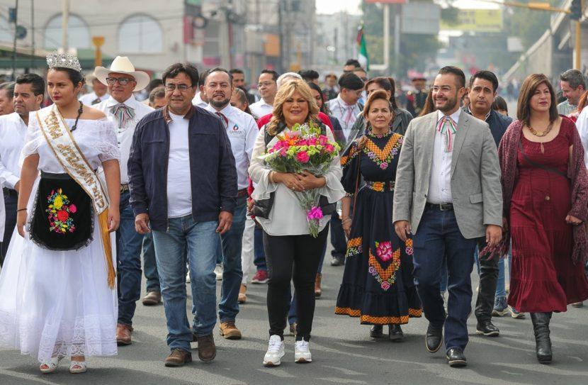 RUTH OLVERA PRESENCIÓ DESFILE CÍVICO EN ATIZAPÁN
