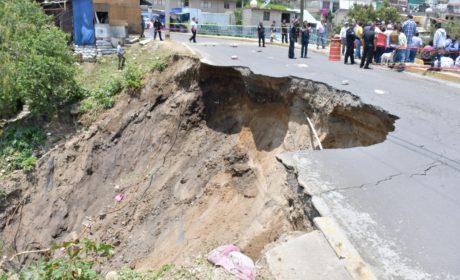 AVANZA REPARACIÓN DE SOCAVÓN EN AVENIDA JALISCO DE ATIZAPÁN