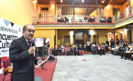 ENCABEZAN EVA PAREJA Y MAURILIO HERNÁNDEZ ENCUENTRO CULTURAL MÉXICO-CUBA