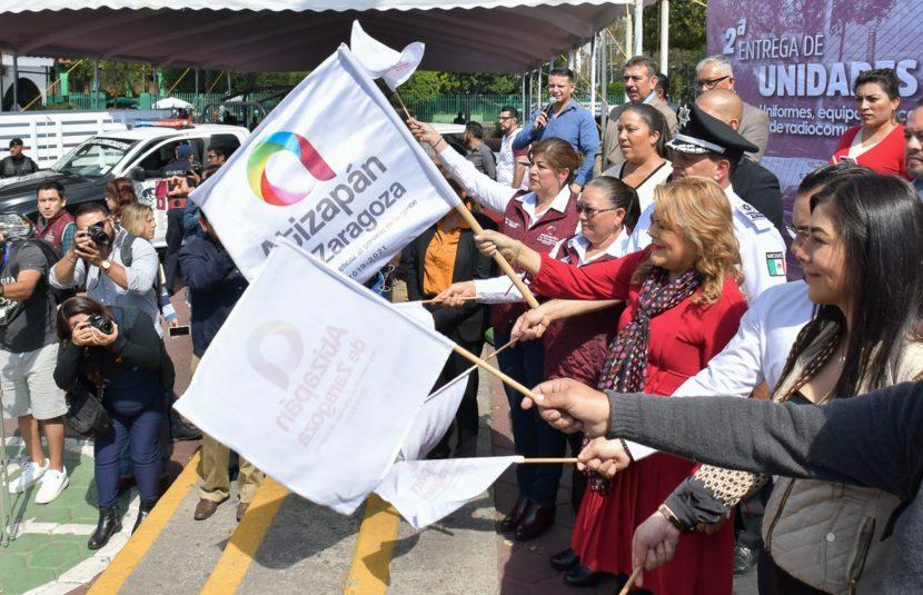 ENCABEZA RUTH OLVERA SEGUNDA ENTREGA DE PARQUE VEHICULAR CON TECNOLOGÍA DE PUNTA