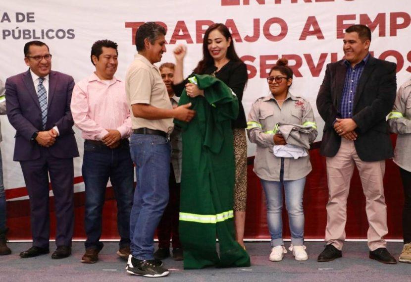 PATY DURÁN ENTREGA ROPA DE TRABAJO A PERSONAL OPERATIVO