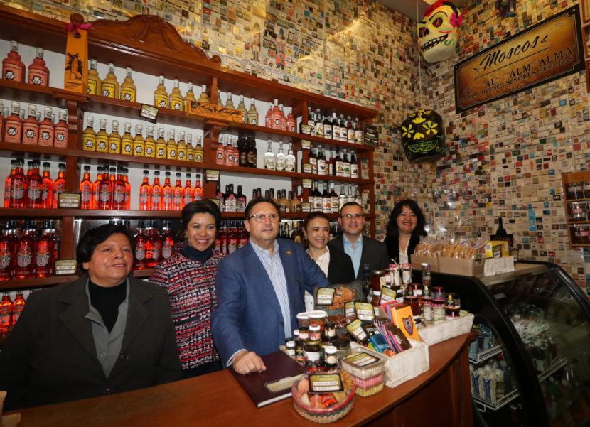 EMBAJADORES DE IRÁN Y ECUADOR ADMIRAN LA TRADICIONAL FERIA Y FESTIVAL DEL ALFEÑIQUE 2019