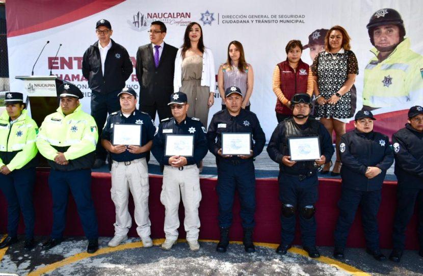 ENTREGAN UNIFORMES Y RECONOCEN A POLICÍAS DE NAUCALPAN