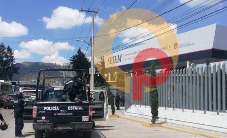 RESGUARDAN GRANADEROS SEIEM POR ARRIBO DE NORMALISTAS