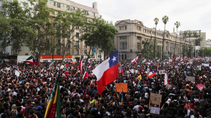 SEBASTIÁN PIÑERA PIDE RENUNCIA A TODOS SUS MINISTROS TRÁS OLA DE MOVILIZACIONES