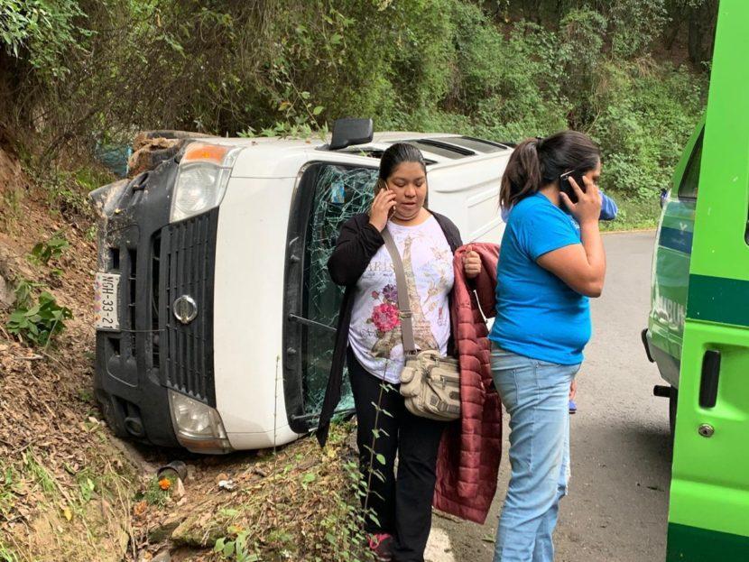 SUFRE ACCIDENTE UNIDAD DE CEMYBS; NO HAY HERIDOS DE GRAVEDAD
