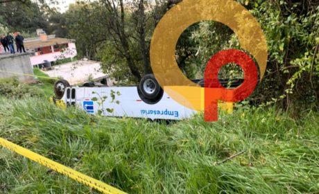 VOLCADURA DE AUTOBÚS DEJA UN HOMBRE MUERTO EN LERMA