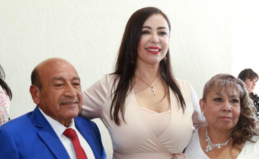 """ANTE LA PRESENCIA DE PATY DURÁN 250 PAREJAS SE DAN EL """"SÍ"""" EN BODA COMUNITARIA"""