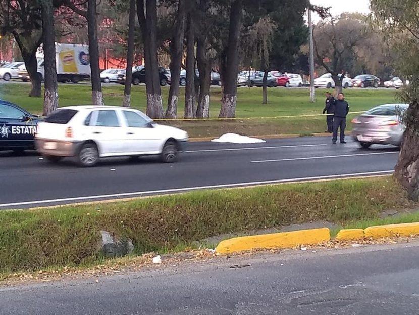 HOMBRE MUERE ARROLLADO TRAS INTENTAR CRUZAR TOLLOCAN