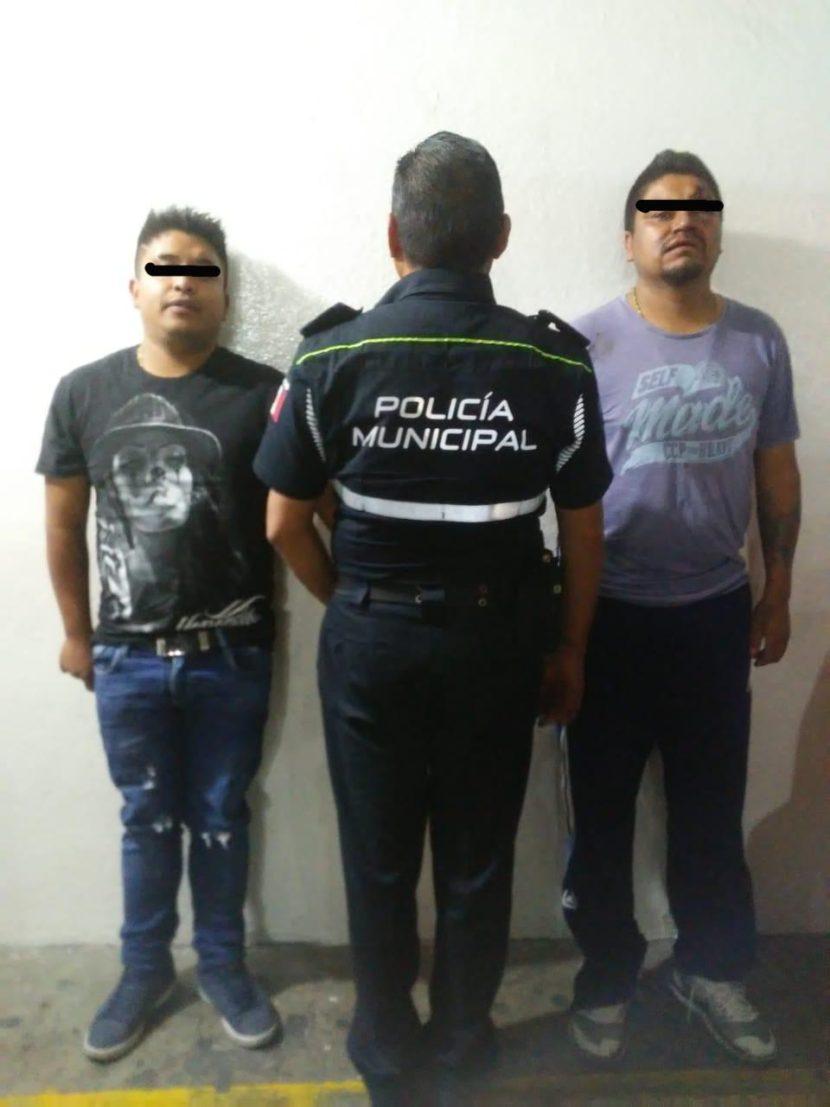ROBAN VEHÍCULO A MUJER Y TRAS PERSECUCIÓN LOS DETIENEN EN TOLUCA