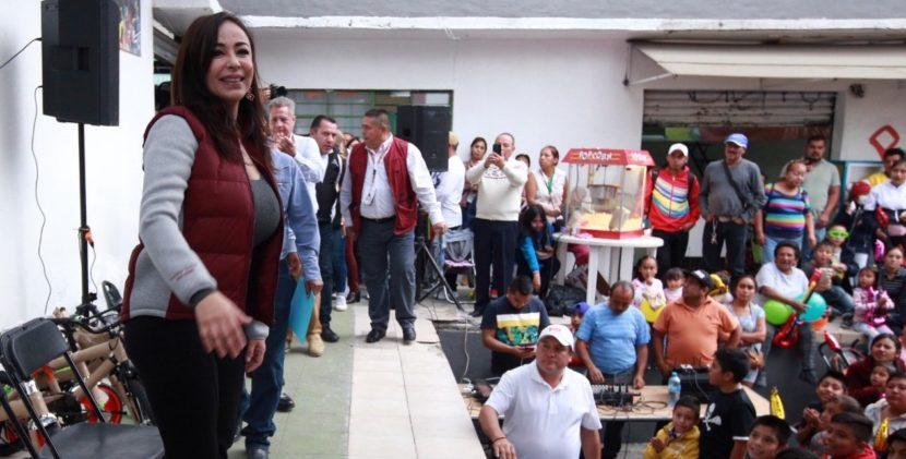 ENTREGA PATRICIA DURÁN JUGUETES A NIÑAS Y NIÑOS