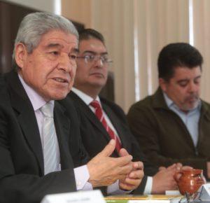 ELEAZAR FLORES RECOPILA EN UN LIBRO A PERIODISTAS GANADORES DE PRESEA EDOMEX