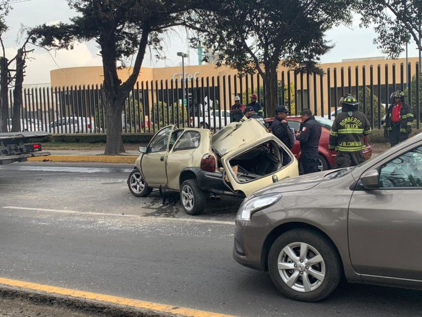 APARATOSO ACCIDENTE DEJA DOS HERIDOS EN LA TOLUCA-PALMILLAS