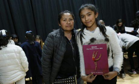 """ENTREGA GOBIERNO MEXIQUENSE BECA """"ELISA CARRILLO"""" A 100 NIÑAS y NIÑOS"""