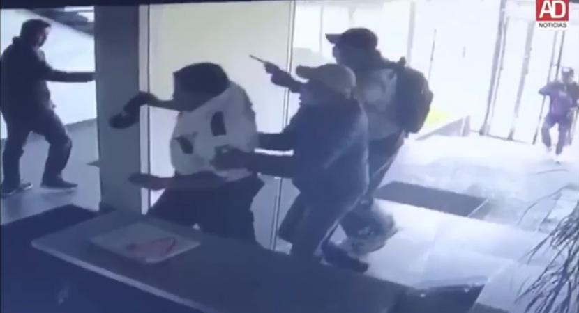 VIDEO: ASALTAN DE MANERA VIOLENTA INSTALACIONES DE ALFA DIARIO