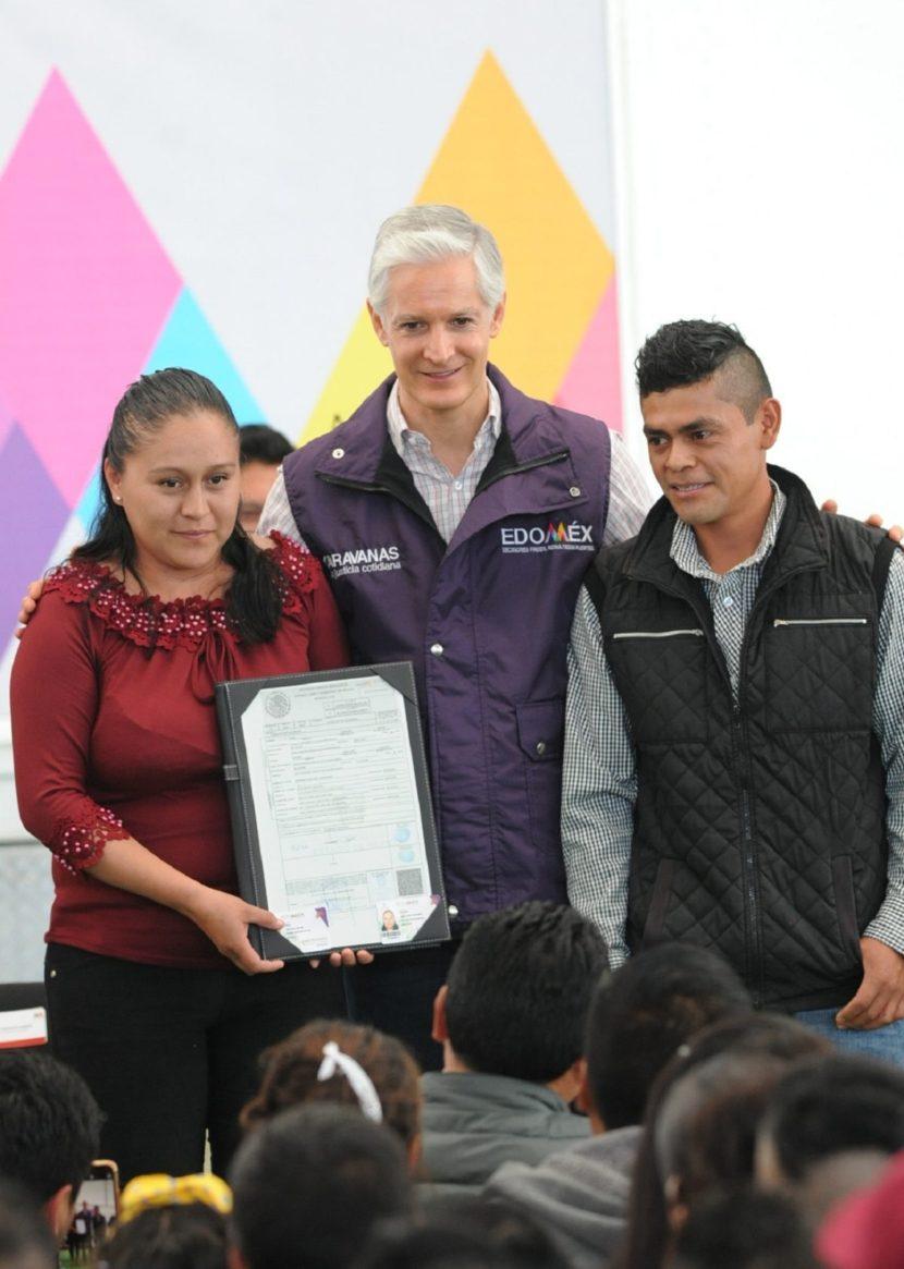 ATESTIGUA ALFREDO DEL MAZO BODAS DE 130 PAREJAS MEXIQUENSES