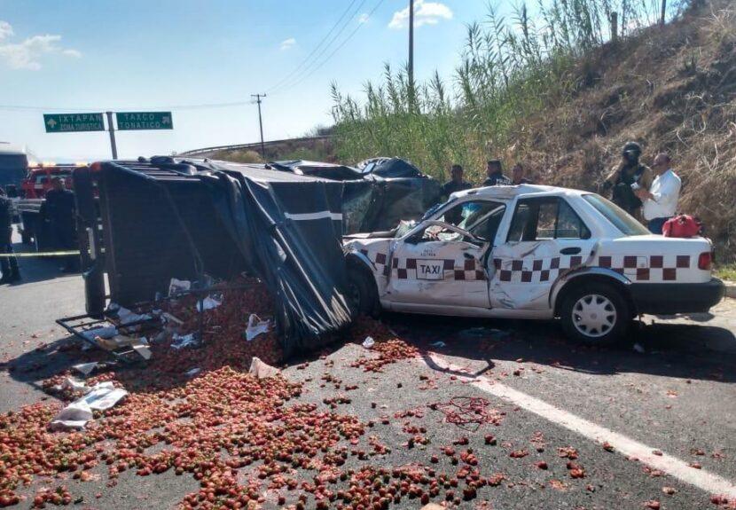 FATAL ACCIDENTE DEJA 3 MUERTOS EN IXTAPAN DE LA SAL