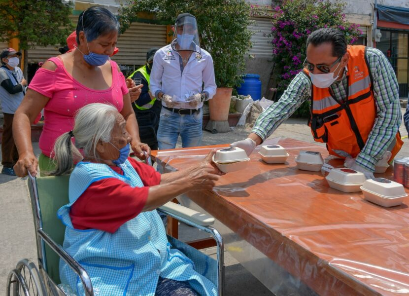 GOBIERNO DE ATIZAPÁN Y CANIRAC ENTREGAN COMIDA A GRUPOS VULNERABLES