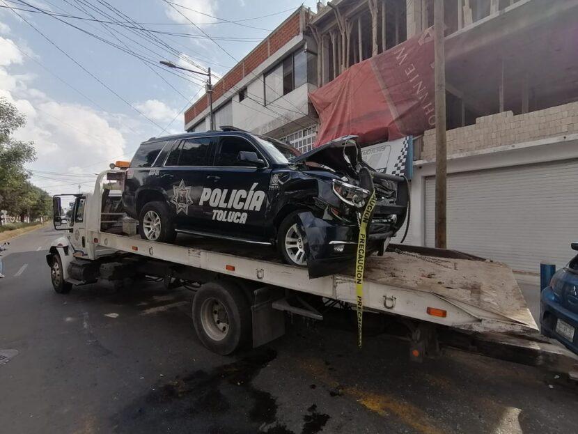 CHOCA PATRULLA DE TOLUCA CONTRA VEHÍCULO PARTICULAR CUANDO SE DIRIGÍA A UNA EMERGENCIA