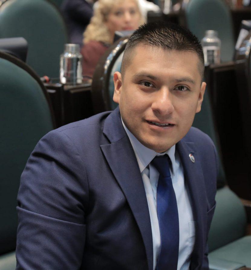 LLAMA JULIO HERNÁNDEZ A FRENAR CONFLICTO SOCIAL EN LOS REYES LA PAZ