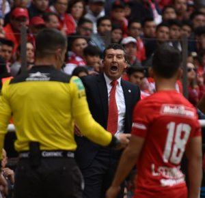 A PESAR DE FRACASOS CHEPO DE LA TORRE NO RENUNCIARÁ AL TOLUCA