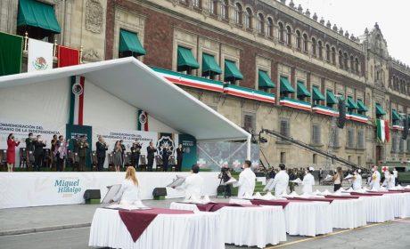TRABAJADORES DE LA SALUD DEL IMSS RECIBIERON CONDECORACIÓN MIGUEL HIDALGO
