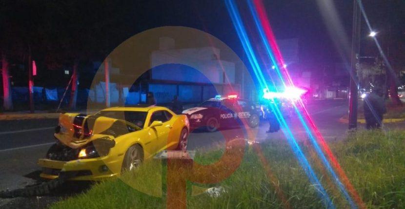 CONDUCTOR EBRIO CHOCA AUTO DEPORTIVO CONTRA PATRULLA EN METEPEC