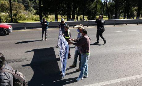 FRENA TRÁFICO EN LA MÉXICO-TOLUCA POR BLOQUEO DE COMUNEROS