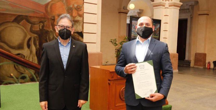 RECTOR ALFREDO BARRERA ENTREGÓ NOMBRAMIENTOS DE DEFINITIVIDAD A PROFESORES