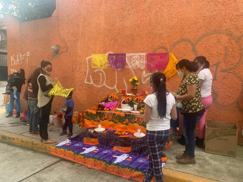 NAUCALPENSES COLOCAN 170 OFRENDAS RECORDANDO A VÍCTIMAS DE COVID-19 EL TEJIDO SOCIAL CON ACCIONES COMUNITARIAS