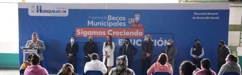 HUIXQUILUCAN CUMPLE CON ENTREGA DE BECAS