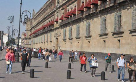 NO PAGAN AGUINALDO A TRABAJADORES DE LIMPIEZA DE PALACIO NACIONAL E IPN