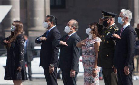 MAURILIO HERNÁNDEZ Y ANAÍS BURGOS ASISTEN A CEREMONIA DIA DE LA BANDERA