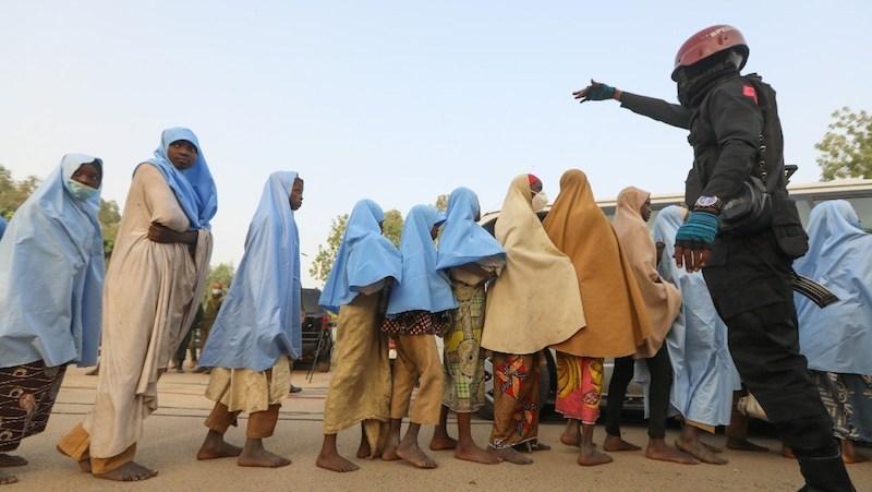 LIBERAN ESTUDIANTES SECUESTRADAS EN NIGERIA