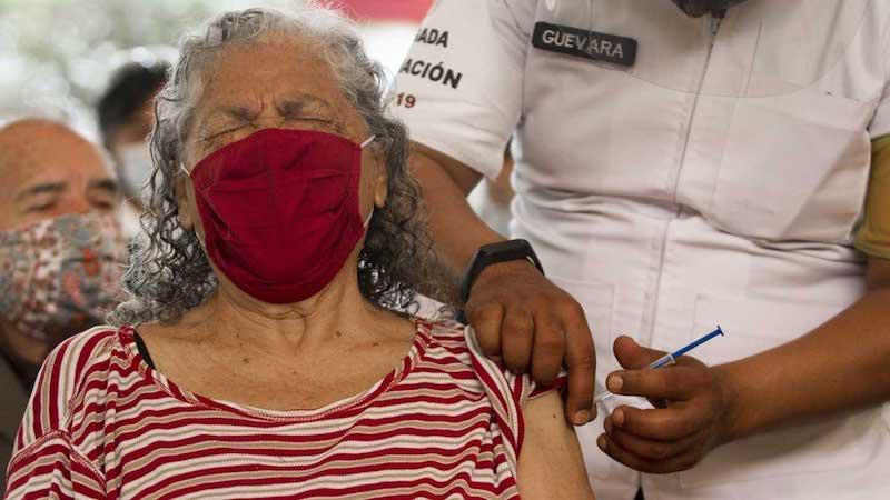 MÉXICO REPORTA 14 MIL 911 REACCIONES ADVERSAS A LA VACUNA