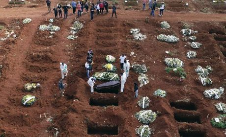 BOLSONARO RECHAZA CONFINAR A BRASIL POR LA PANDEMIA