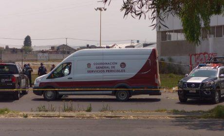 HALLAN HOMBRE ASESINADO DENTRO DE TAXI EN METEPEC