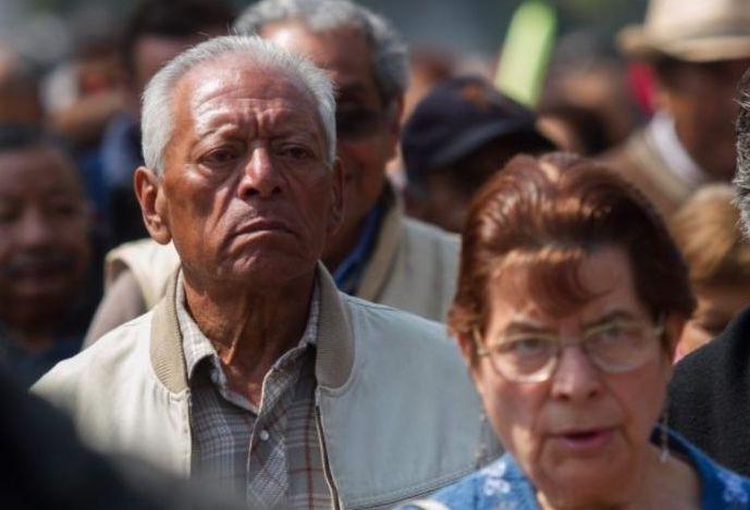 POR INSTRUCCIONES DE AMLO, ATIENDEN  A JUBILADOS DEL IMSS