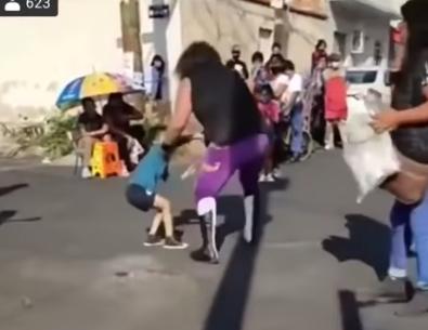 VIDEO: VIKINGO AVIENTA AL PAVIMENTO A NIÑO DE 5 AÑOS EN CDMX